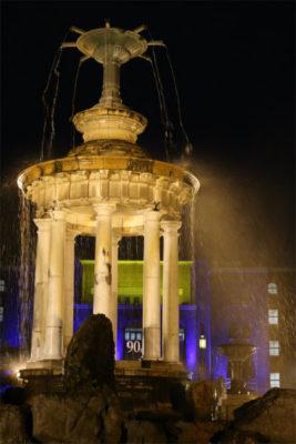 給水塔と名古屋市公会堂ライトアップ